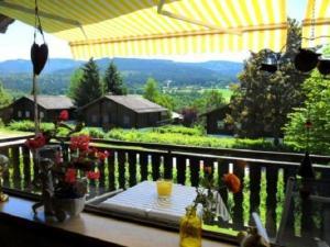Grosszuegige gemuetliche Ferienwohnung 75 qm im Landhausstil mit Panoramablick im Feriendorf Am Hohen Bogen Haus 69 OG