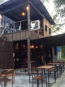 The Shadow House & Bar - Ban Samnak