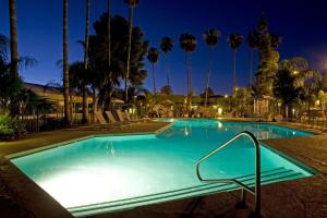 Ramada by Wyndham Tucson, Hotels  Tucson - big - 11