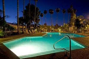 Ramada by Wyndham Tucson, Hotels  Tucson - big - 14