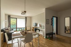 Tampa Gardens - Mountain View Apartment, Ferienwohnungen  Braşov - big - 1