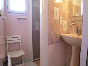 Two-Bedroom Holiday Home in La Tranche sur Mer, Nyaralók  La Tranche-sur-Mer - big - 4