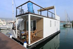 Floating Sea House KAHNE Portorož