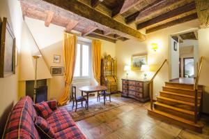 Garisenda Lodge - AbcAlberghi.com