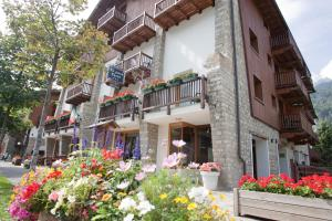 Residence Le Grand Chalet - Hotel - Courmayeur