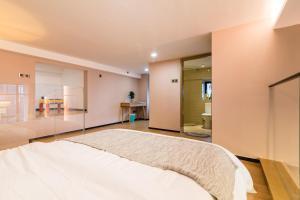 Beiou Duplex Two Bedroom Apartment, Ferienwohnungen  Guangzhou - big - 16