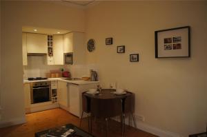 obrázek - Entire traditional Glasgow west end flat