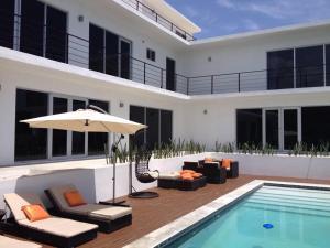 Villa Ballets Negres, Guest houses  Whitehouse - big - 1