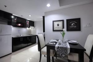 Aston Rasuna, Apartmanhotelek  Jakarta - big - 3