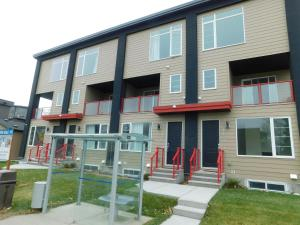 One-Bedroom Lower Suite Apartment #37 Sunalta Downtown - Cochrane