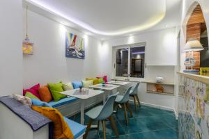 14 Leoni, Bed and breakfasts  Salerno - big - 17