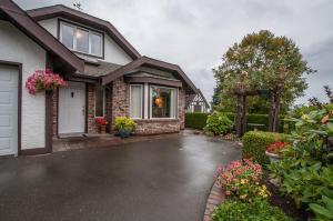Laurel's Cottage - Bowser