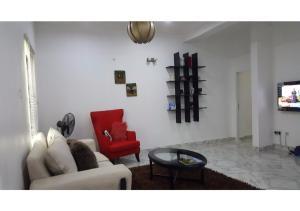 Large 1 Bedroom Apartment On The Gound Floor, Lekki