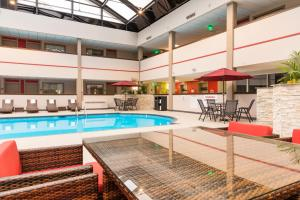 Best Western Premier Milwaukee-Brookfield Hotel & Suites, Hotels  Brookfield - big - 31