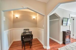 Yamhill Flats: Suite #3, Dovolenkové domy  Newberg - big - 8