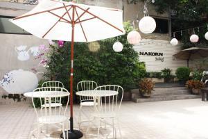 Feung Nakorn Balcony Rooms and Cafe, Szállodák  Bangkok - big - 92