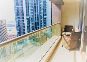Short Booking - One Bedroom Apartment West Heights - Dubai