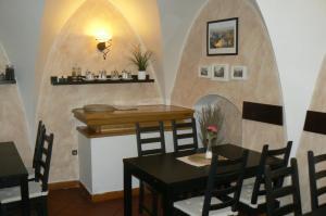 Hostales Baratos - Penzion a restaurace Modrá růže Tábor