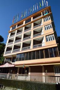 Tashi Gyaltsen, Hotels - Pelling