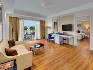 Amanora The Fern Hotels & Club..