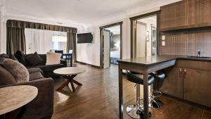 Best Western Plus Village Park Inn, Hotel  Calgary - big - 50