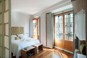 Eric Vokel Madrid Suites