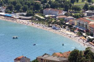 Apartments with a parking space Baska (Krk) - 5444