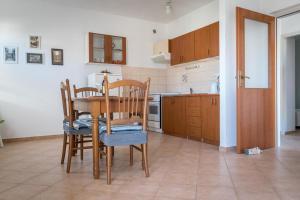 Apartments by the sea Rastici (Ciovo) - 4823, Apartmanok  Trogir - big - 7