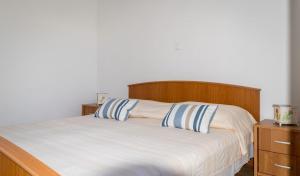 Apartments by the sea Rastici (Ciovo) - 4823, Apartmanok  Trogir - big - 9