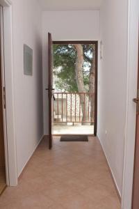 Apartments by the sea Rastici (Ciovo) - 4823, Apartmanok  Trogir - big - 14