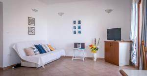 Apartments by the sea Rastici (Ciovo) - 4823, Apartmanok  Trogir - big - 16