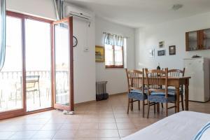Apartments by the sea Rastici (Ciovo) - 4823, Apartmanok  Trogir - big - 17