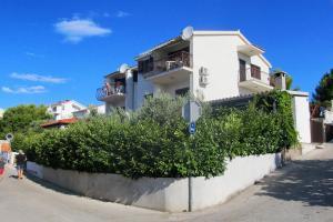 Apartments by the sea Rastici (Ciovo) - 4823, Apartmanok  Trogir - big - 32