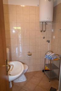 Apartments by the sea Rastici (Ciovo) - 4823, Apartmanok  Trogir - big - 18