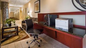 Best Western Airport Inn & Suites Cleveland, Отели  Брук-Парк - big - 46