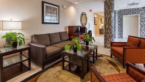 Best Western Airport Inn & Suites Cleveland, Отели  Брук-Парк - big - 40
