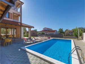 Nine-Bedroom Holiday Home in Volme, Dovolenkové domy  Banjole - big - 60