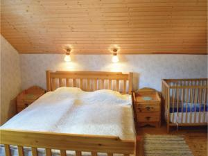 Two-Bedroom Holiday Home in Landsbro, Prázdninové domy  Landsbro - big - 5