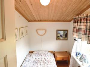 Two-Bedroom Holiday Home in Landsbro, Prázdninové domy  Landsbro - big - 17