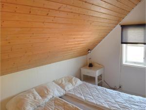 One-Bedroom Holiday Home in Landsbro, Prázdninové domy  Landsbro - big - 9