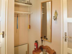 One-Bedroom Holiday Home in Landsbro, Prázdninové domy  Landsbro - big - 6