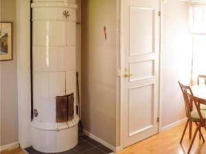 One-Bedroom Holiday Home in Landsbro, Prázdninové domy  Landsbro - big - 4