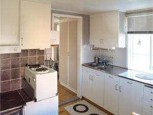One-Bedroom Holiday Home in Landsbro, Nyaralók  Landsbro - big - 9