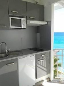 Studio Apartment with Sea View Residence Appartements La Vieille Tour