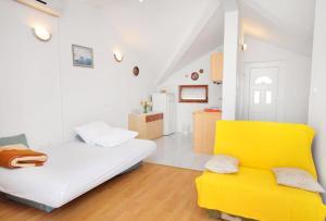Apartment Novi Vinodolski 5599b, Apartmány  Novi Vinodolski - big - 1