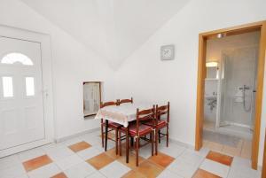 Apartment Novi Vinodolski 5599b, Apartmány  Novi Vinodolski - big - 17