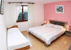 Apartments with a parking space Okrug Gornji, Ciovo - 10343, Apartmanok  Trogir - big - 2