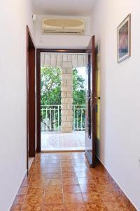 Apartments with a parking space Okrug Gornji, Ciovo - 10343, Apartmanok  Trogir - big - 3