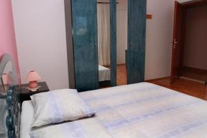 Apartments with a parking space Okrug Gornji, Ciovo - 10343, Apartmanok  Trogir - big - 5