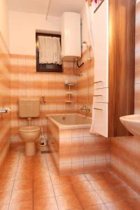 Apartments with a parking space Okrug Gornji, Ciovo - 10343, Apartmanok  Trogir - big - 7